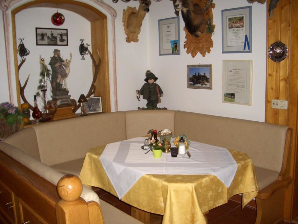 Gaststube und der Jägertisch Pension Ötzmooshof