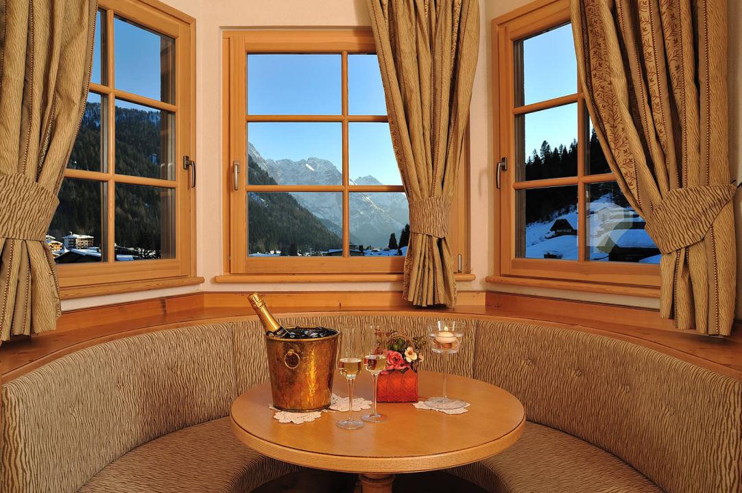 Bow window Sporthotel Romantic Plaza