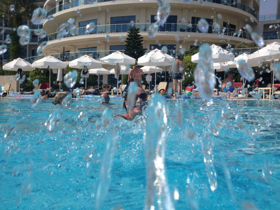 Wasserspiele Im Pool Commodore Elite Suites U0026 Spa   Adults Only