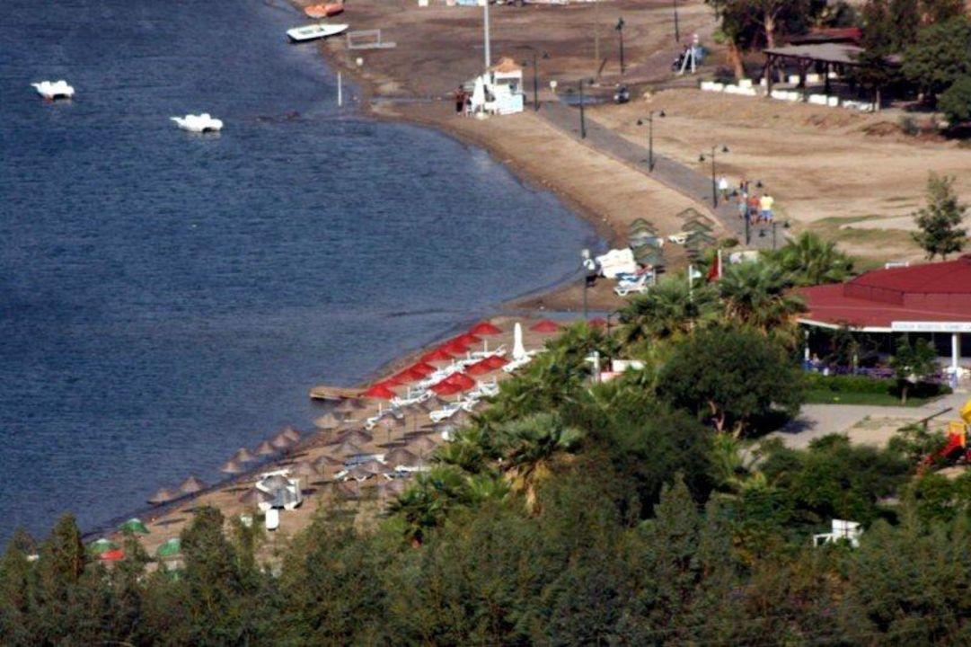 Strand in der Bucht des Hotels - Luftaufnahme Hotel Eken Resort