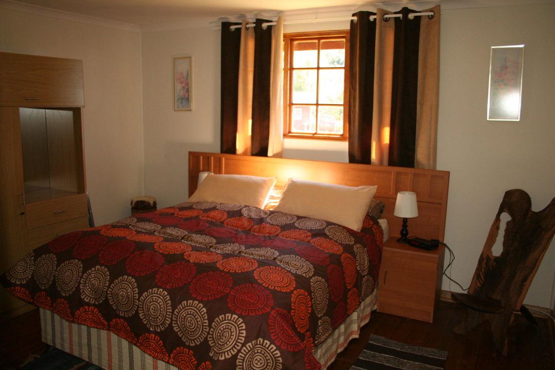 Eines der Schlafzimmer im Garden Cottage Zur Alten Mine Guest Farm B&B