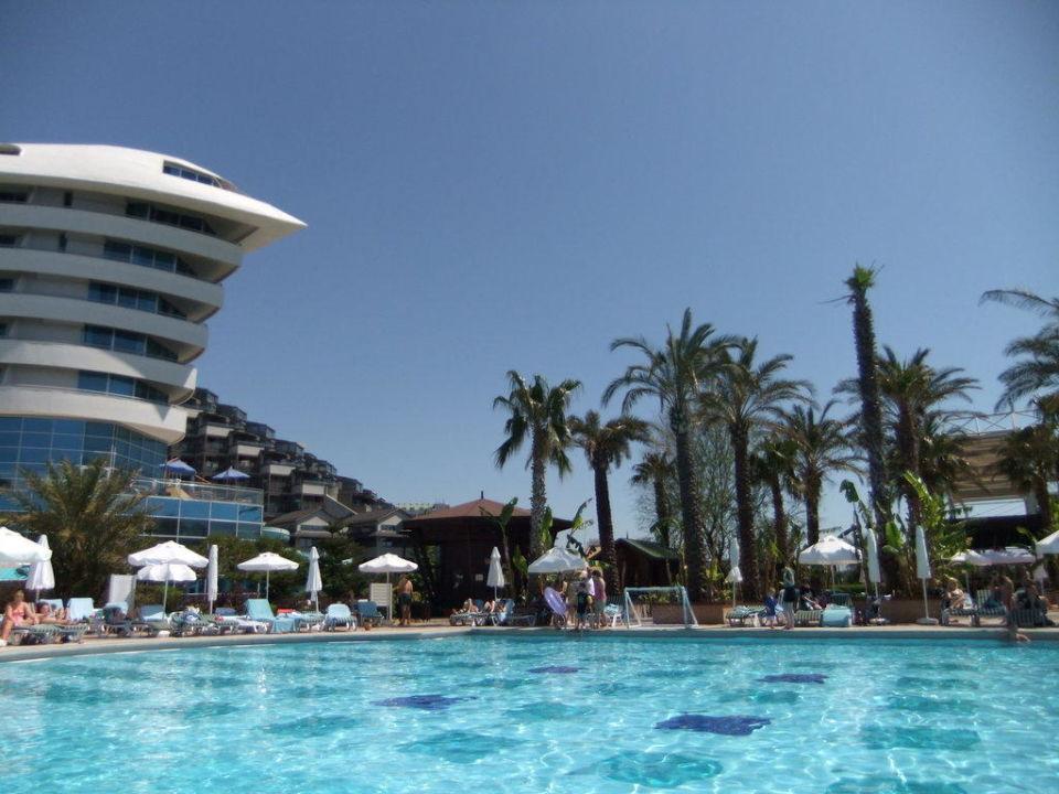 Pool und Spitze Concorde De Luxe Resort