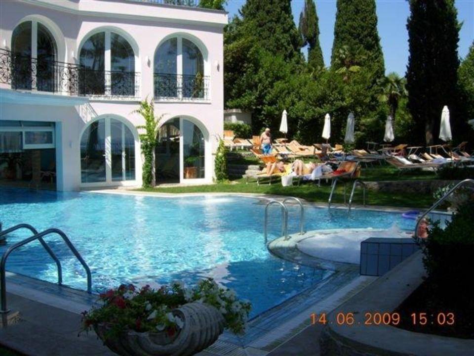 pool im traumgarten hotel miramar opatija holidaycheck kvarner bucht kroatien. Black Bedroom Furniture Sets. Home Design Ideas