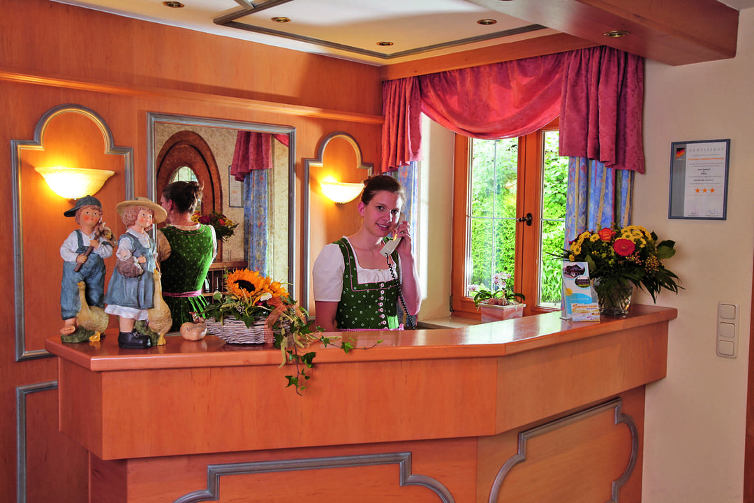 Empfng durch unsesre frreundliche Rezeptionistin Hotel Seeblick