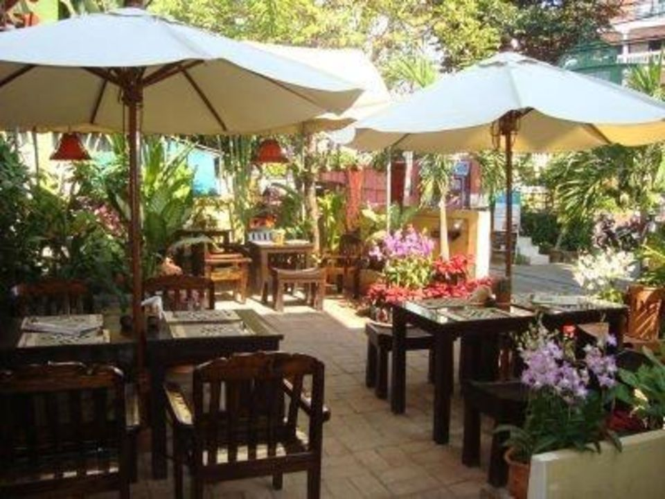 "Unser Gartenrestaurant "" Baan Soong Thai"" Thapae Gate Lodge"