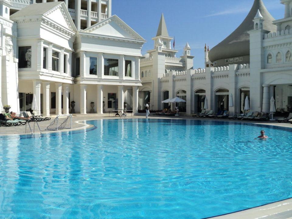 Pool Fulya Kamelya Collection K Club