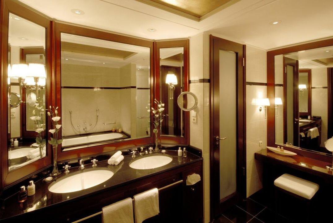 Badezimmer, Bei EZ Evtl. Ein Kleineres Bad Hotel Adlon Kempinski Berlin