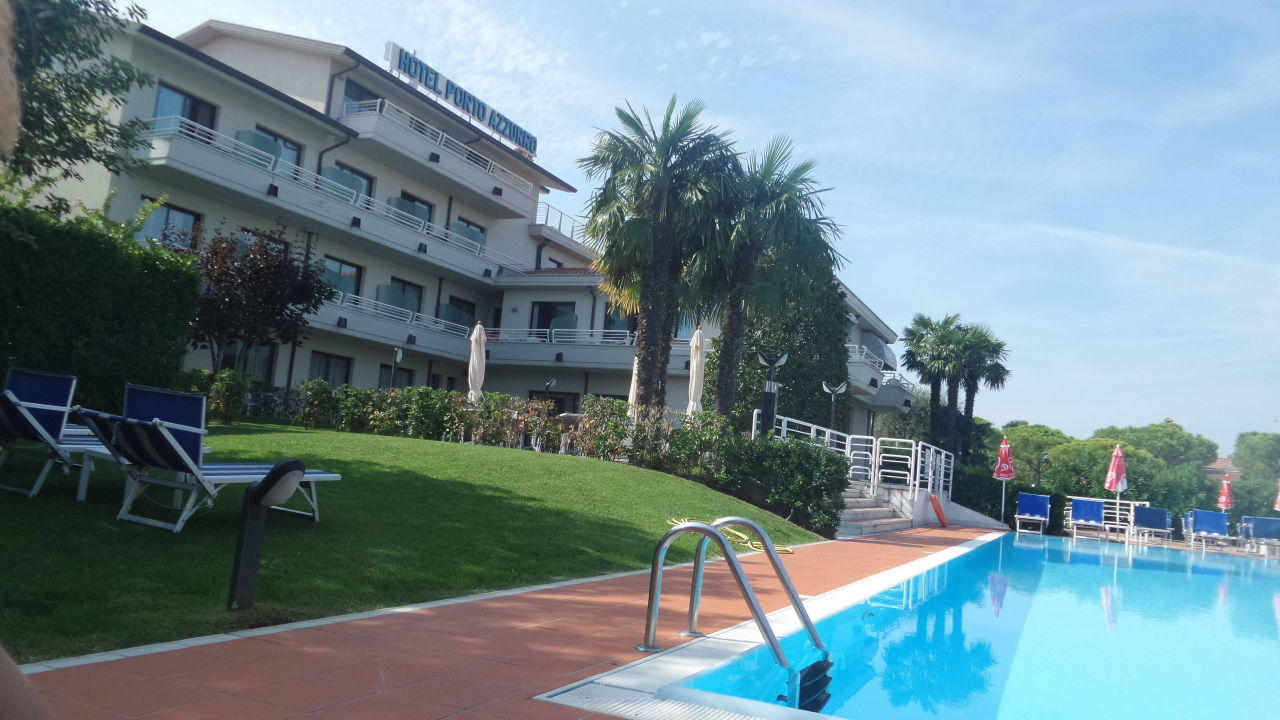 Sauberer Pool Hotel Porto Azzurro