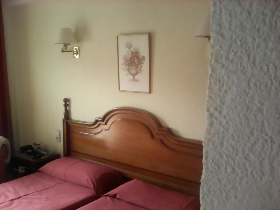 alte durchgelegene matratzen hotel amoros cala ratjada holidaycheck mallorca spanien. Black Bedroom Furniture Sets. Home Design Ideas