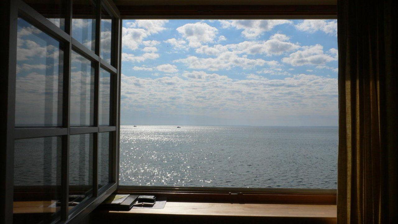 Blick aus dem fenster auf 39 s haff hotel nidos smilte nida nidden holidaycheck litauen - Blick aus dem fenster poster ...
