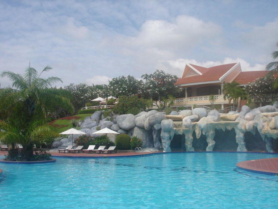 Blick vom Pool auf das Restaurant Hotel Phu Hai Resort