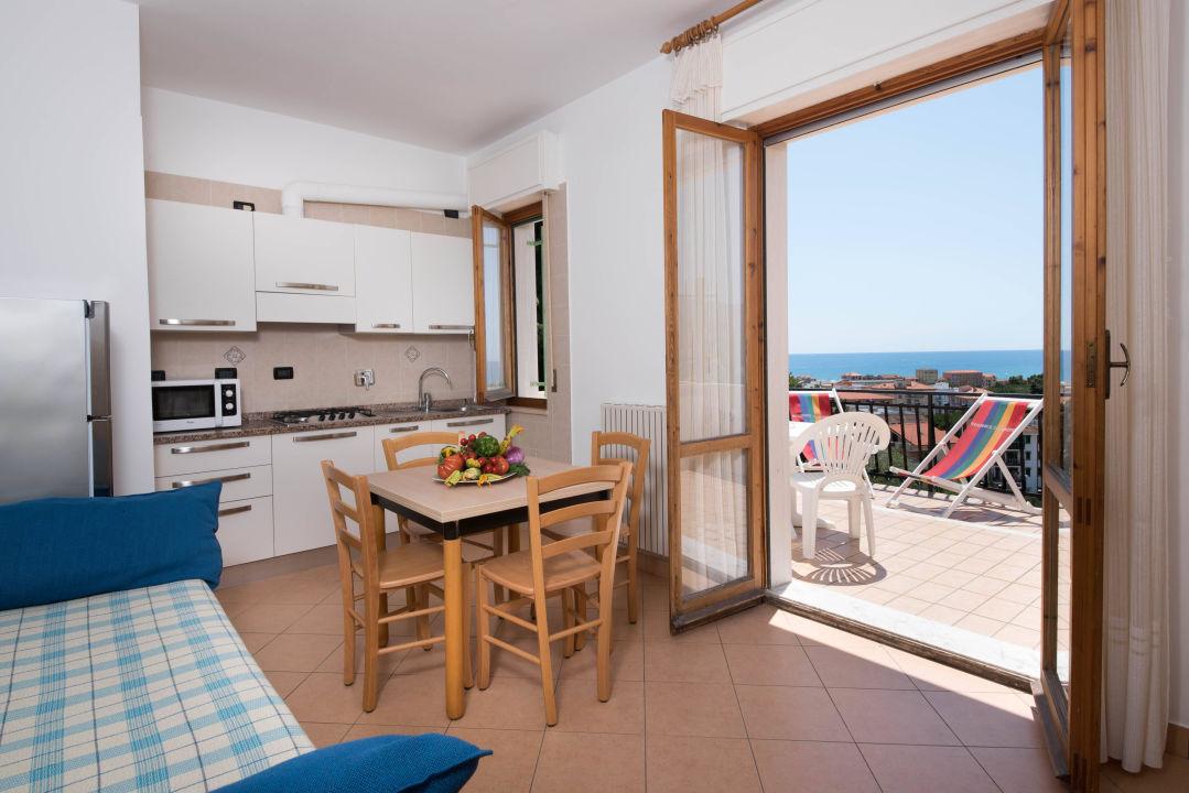 """Bild """"Ampi balcone comodi anche per i nostri quadrupedi"""" zu Residence Oleandro in Pietra Ligure"""