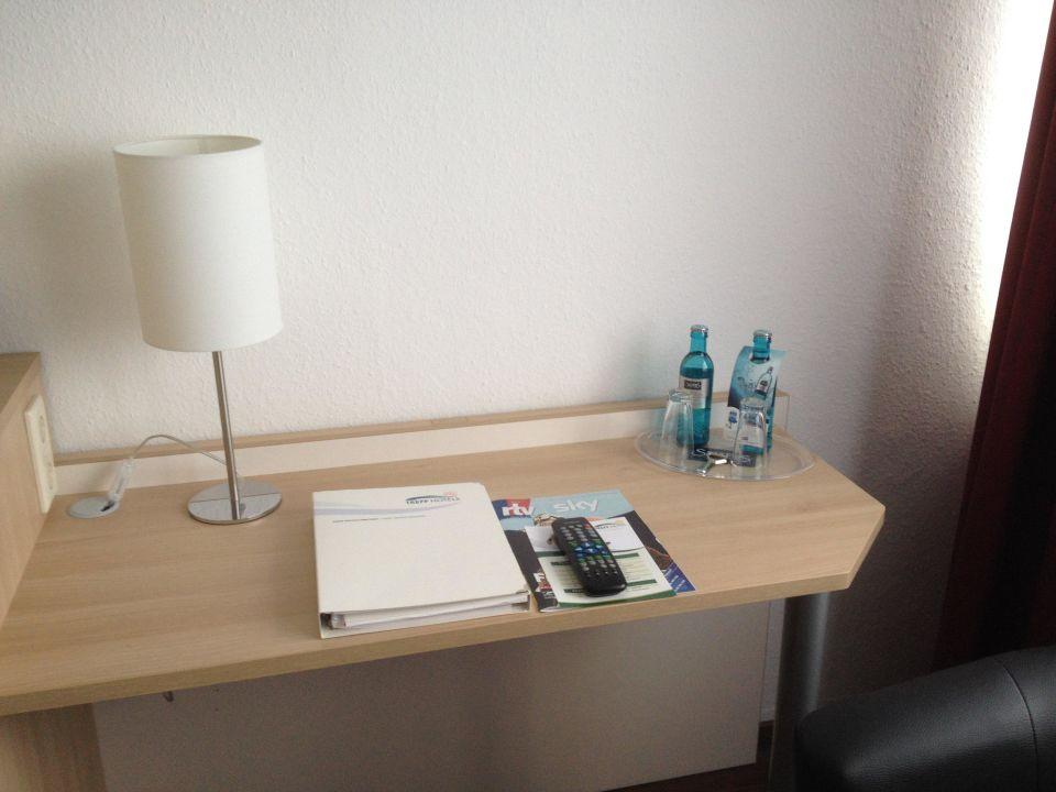 bild badspiegel mit ablage zu treff hotel panorama. Black Bedroom Furniture Sets. Home Design Ideas