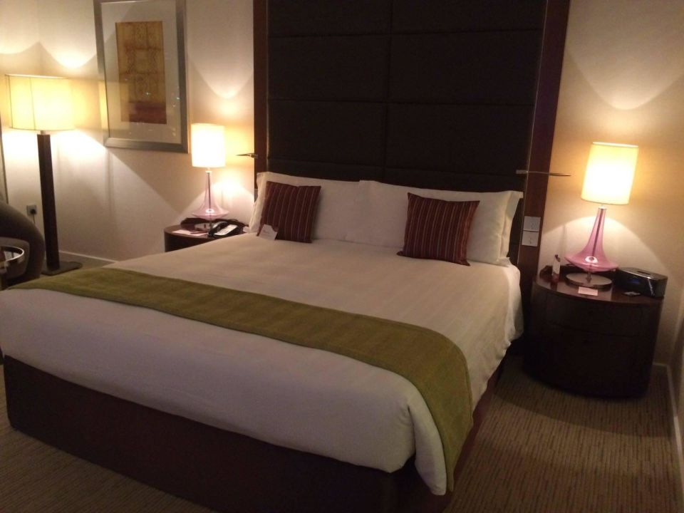 gem tliches bett hotel crowne plaza dubai festival city. Black Bedroom Furniture Sets. Home Design Ideas
