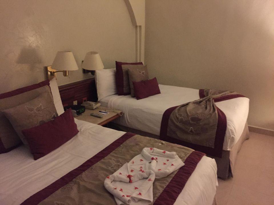 gro e betten iberostar b varo suites in bavaro. Black Bedroom Furniture Sets. Home Design Ideas
