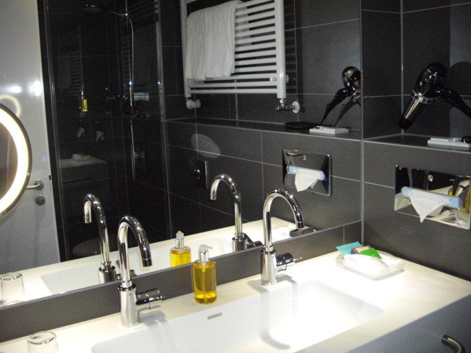 badezimmer spiegel dormero hotel hannover hannover holidaycheck niedersachsen deutschland. Black Bedroom Furniture Sets. Home Design Ideas