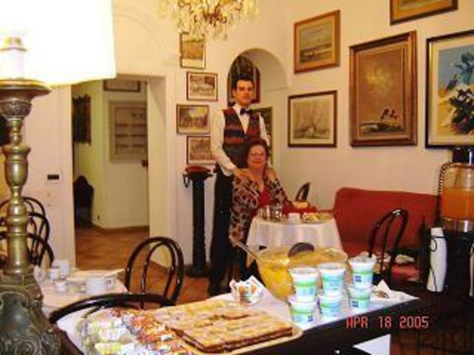 Another view of the breakfast room Hotel Parlamento