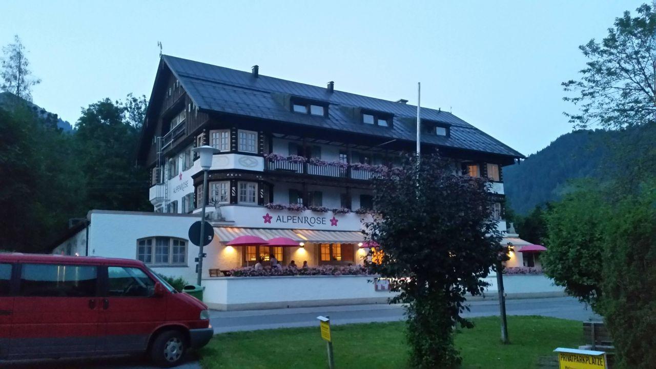 bild hendl zu alpenrose bayrischzell hotel restaurant in bayrischzell. Black Bedroom Furniture Sets. Home Design Ideas