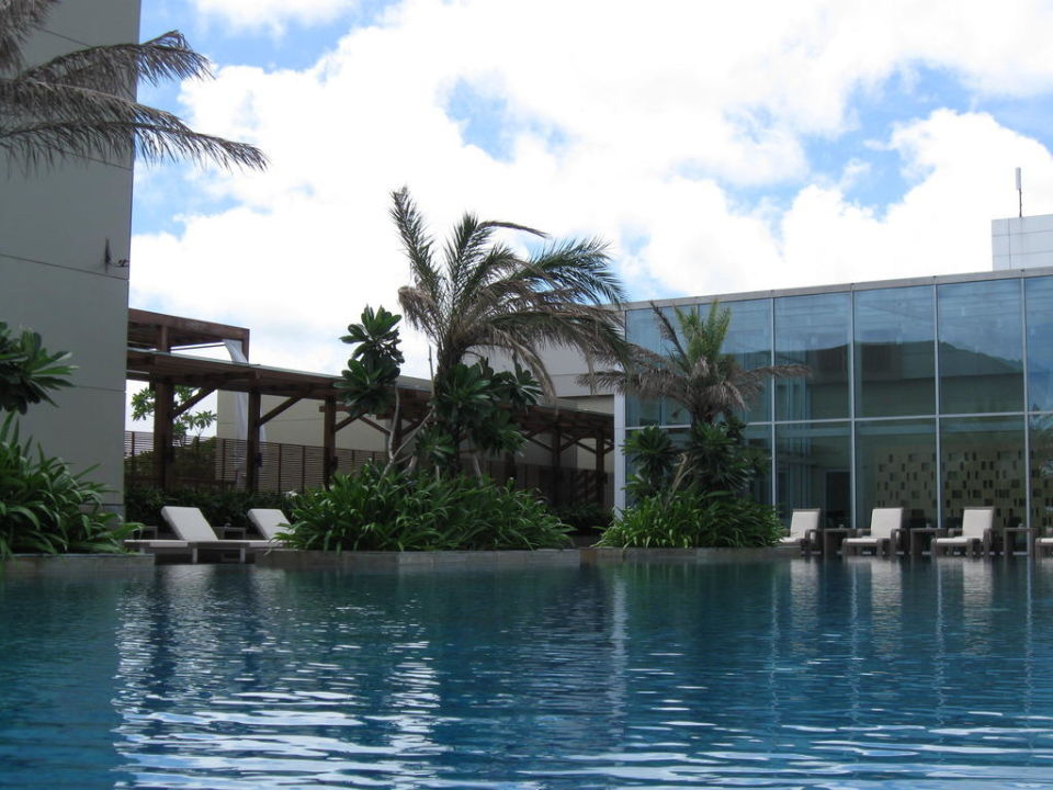 Vom Pool aus zum Hotel Hotel Swissôtel Kolkata