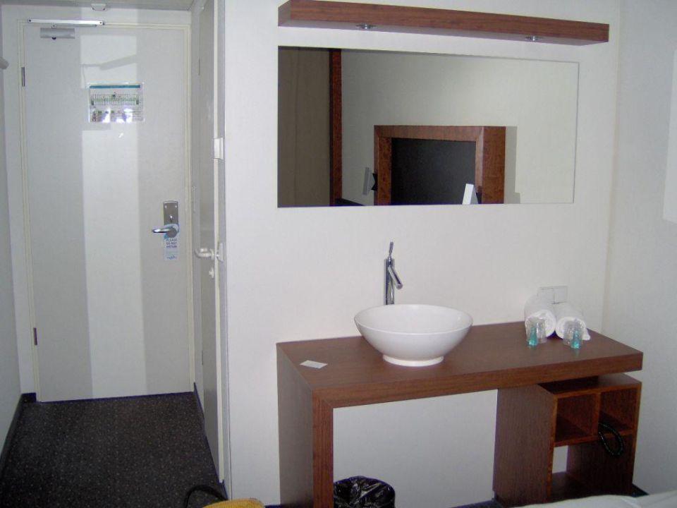 Waschbecken im Schlafzimmer\