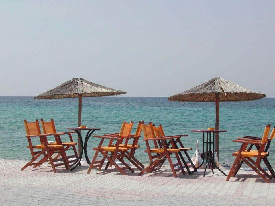 Sonnenschirme in Siviri Possidi Holidays Resort Suites Hotel