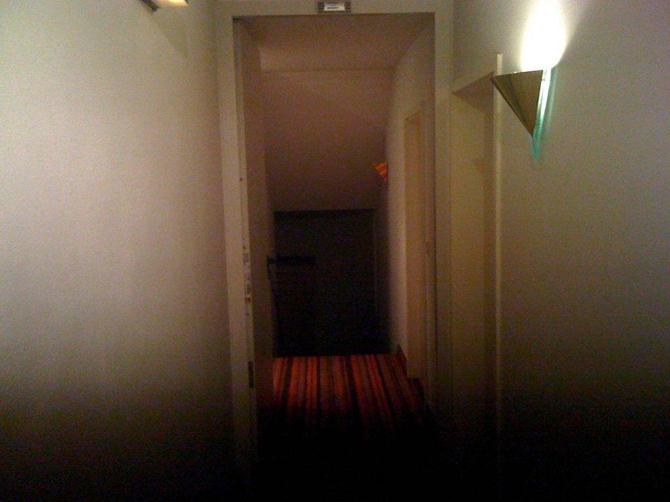Langer dunkler Flur Art Hotel Pfeffermühle