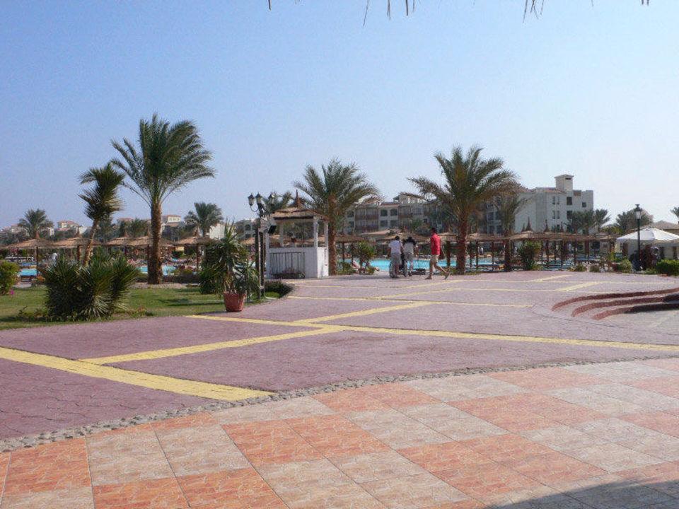 Blick zum Hauphaus Dana Beach Resort