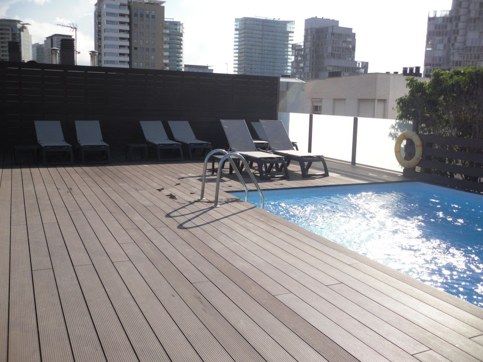 pool auf der dachterrasse hotel attica 21 barcelona mar adults only barcelona. Black Bedroom Furniture Sets. Home Design Ideas