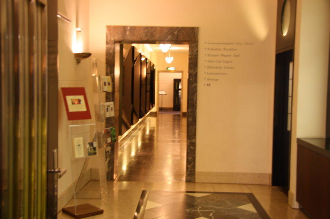 Flur zum Restaurant Hotel Elephant Weimar - A Luxury Collection Hotel