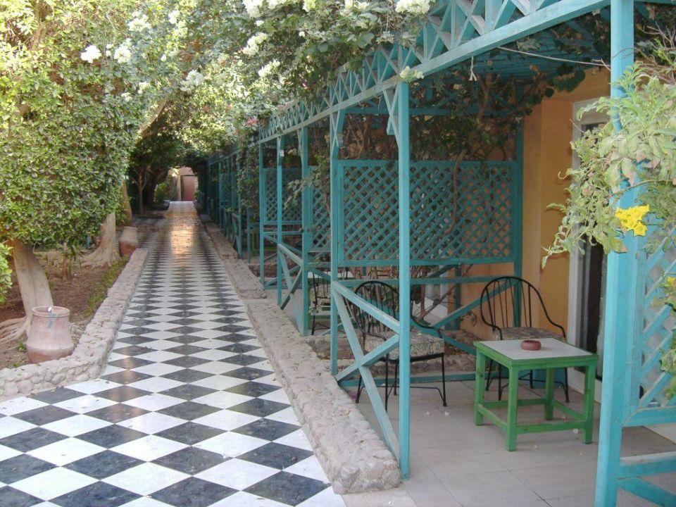 Weg an den Bungalows vorbei Giftun Azur Resort