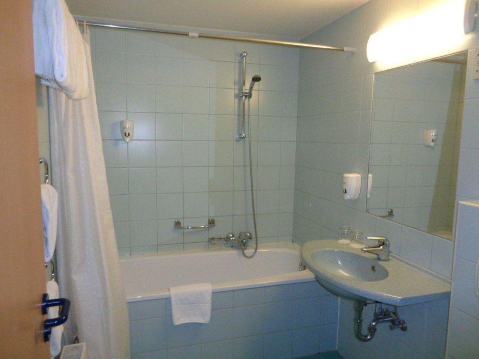 Das Bad. WC ist gleich vorne rechts. City Hotel Matyas