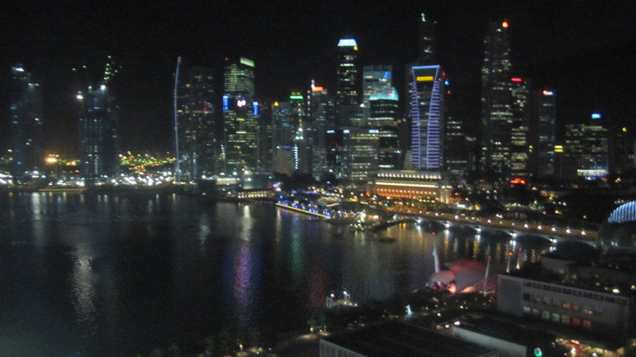 Skyline bei Nacht Hotel The Mandarin Oriental Singapore