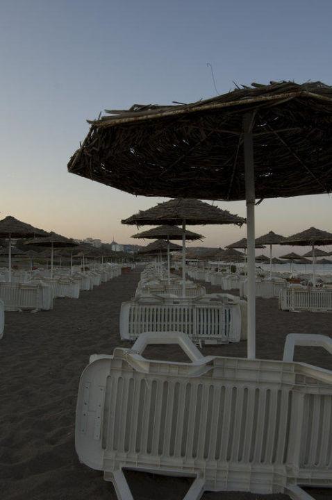 Strand am Abend Hotel Calypso Palace