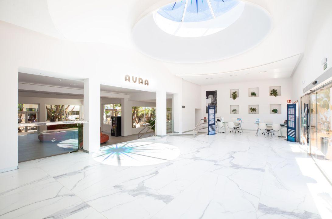 Lobby Sirenis Hotel Club Aura