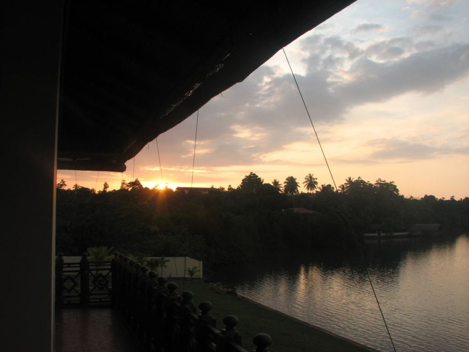 Lagune bij avond Kalla Bongo Lake Resort