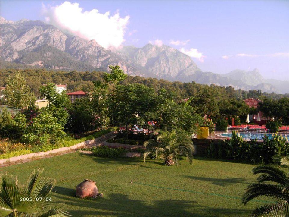 Gül Resort - Blick auf Pool und Berge Armas Gul Beach Hotel