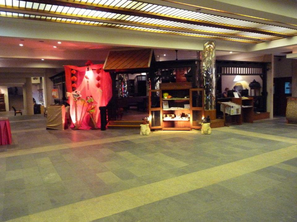 Teil der Lobby Patong Beach Hotel
