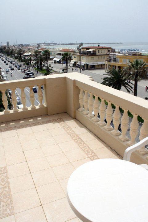 Zimmer 204 mit Terrasse (von 2 Zimmern genutzt) Hotel Villa Tina