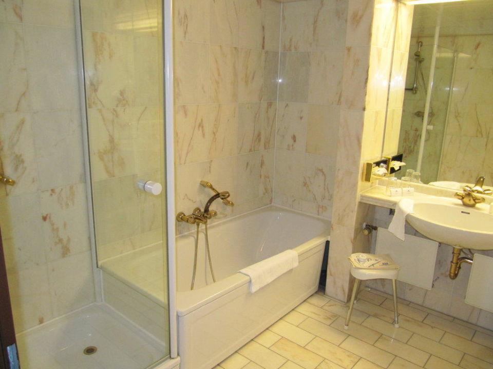 badezimmer maritim hotel bremen in bremen holidaycheck. Black Bedroom Furniture Sets. Home Design Ideas