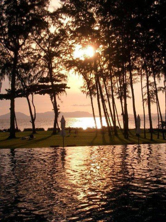 Abendstimmung im Garten Dusit Thani Krabi Beach Resort
