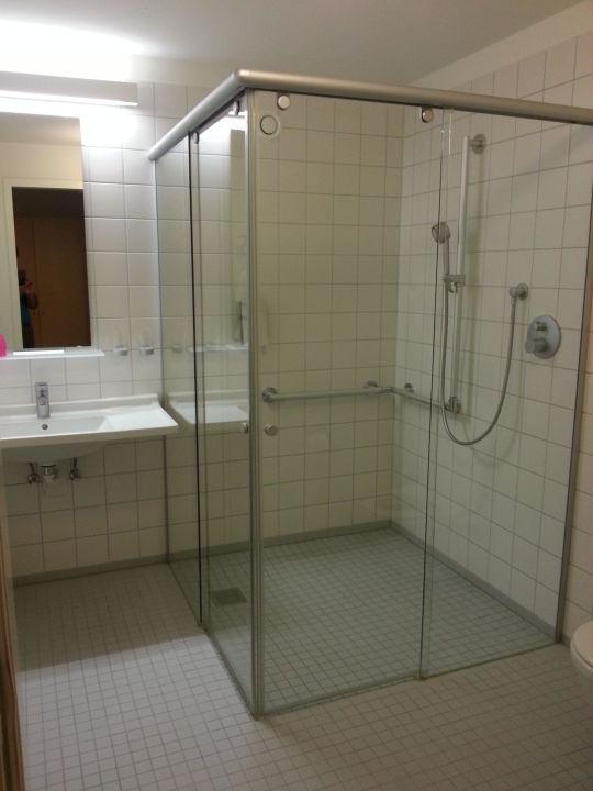 bild gro es badezimmer zu landhotel allg uer hof in wolfegg. Black Bedroom Furniture Sets. Home Design Ideas