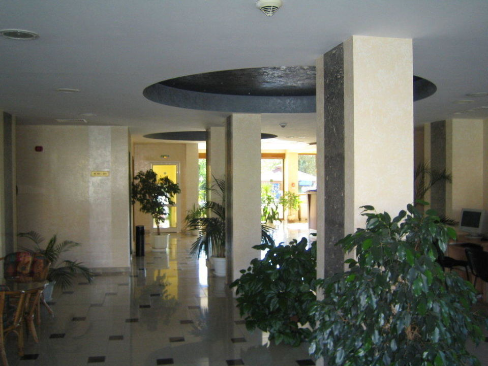 Хол отеля Atlant Hotel Atlant