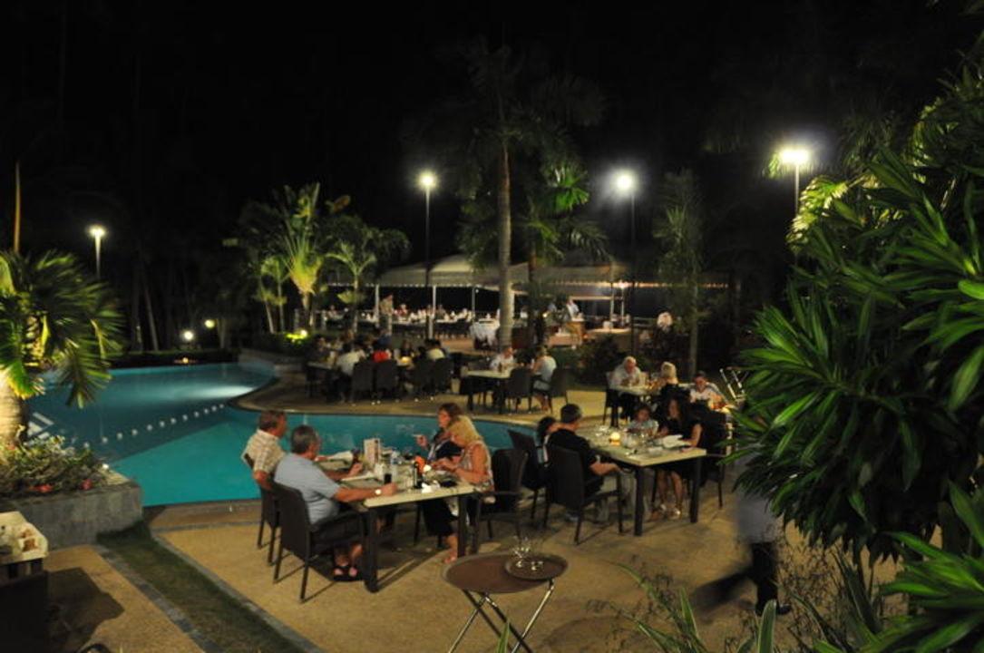 Abendessen am Pool Henann Resort