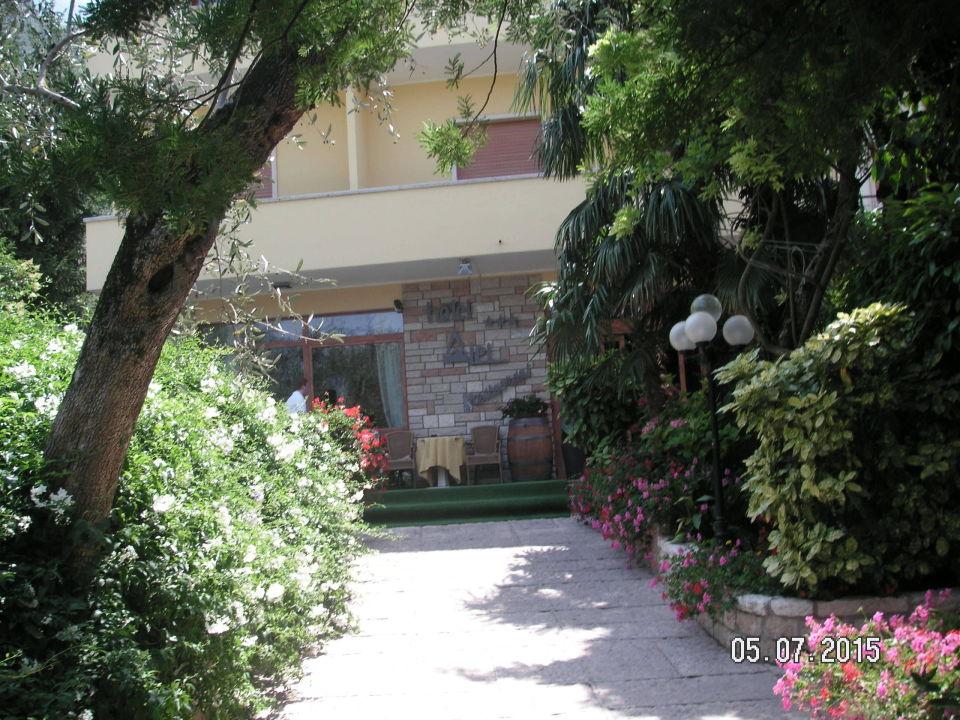 Der Eingang zum Hotel Alpi Hotel & Residence