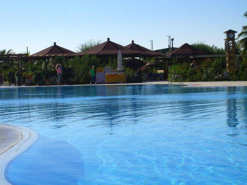 Ein Blick über den Pool Justiniano Club Park Conti