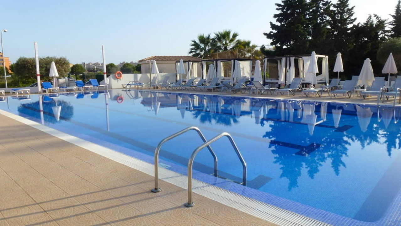 grosser pool hotel cala millor garden cala millor holidaycheck mallorca spanien. Black Bedroom Furniture Sets. Home Design Ideas