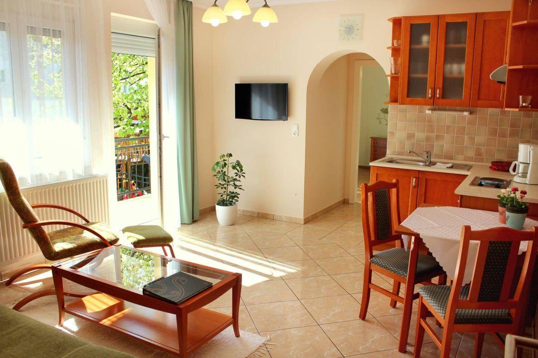 Appartement Nr.2. Wohnzimmer mit Küchenzeile Anett  Villa