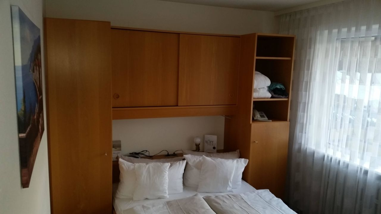 bett 140 breit hotel schwarzw lder hof feldberg. Black Bedroom Furniture Sets. Home Design Ideas