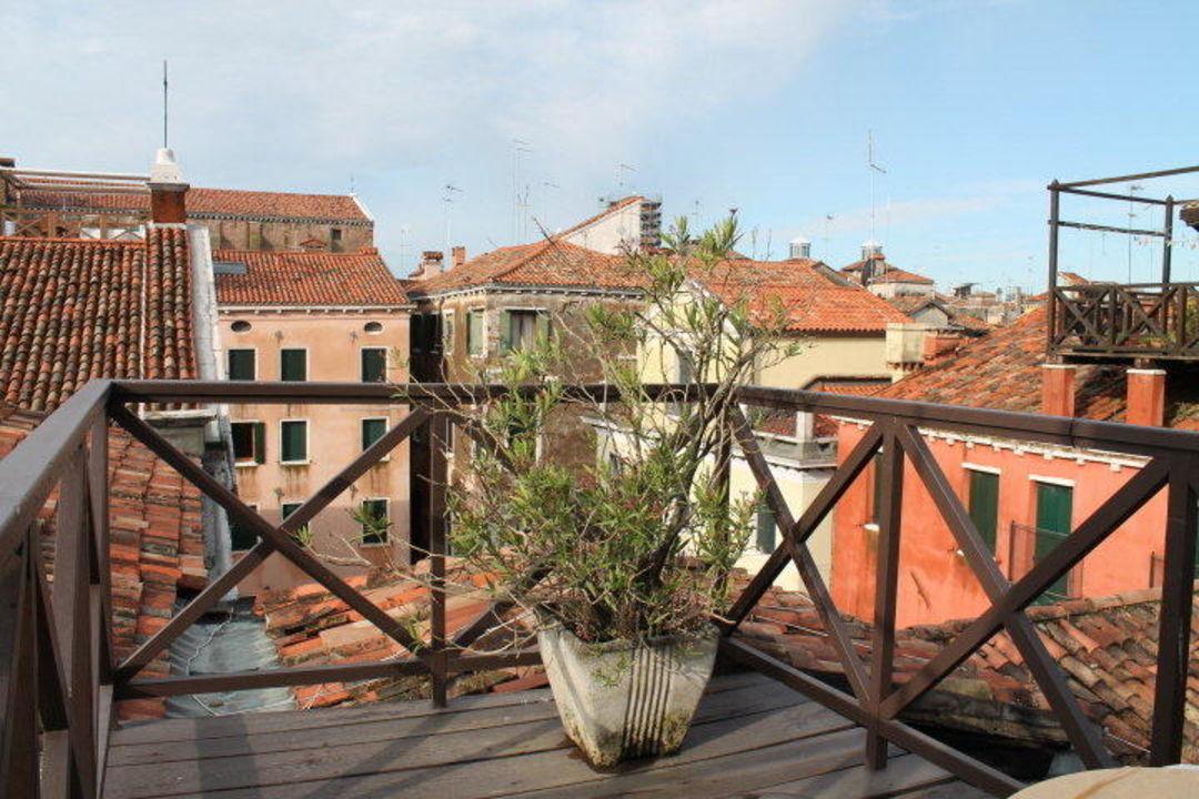 kleine dachterrasse hotel canada venezia in venedig