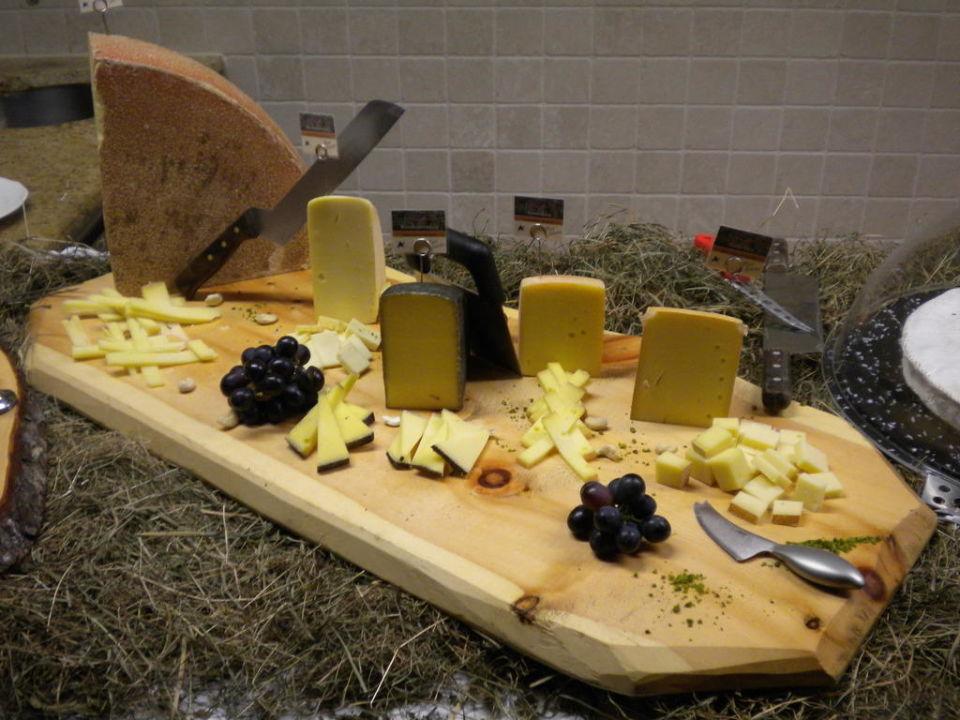 Gourmet cheese bufffet Hotel Alpenhof